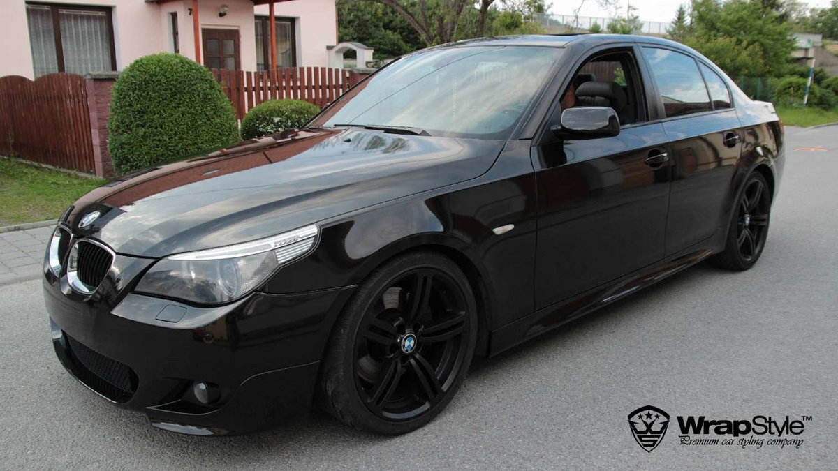 BMW 5 - Black Metallic wrap - cover