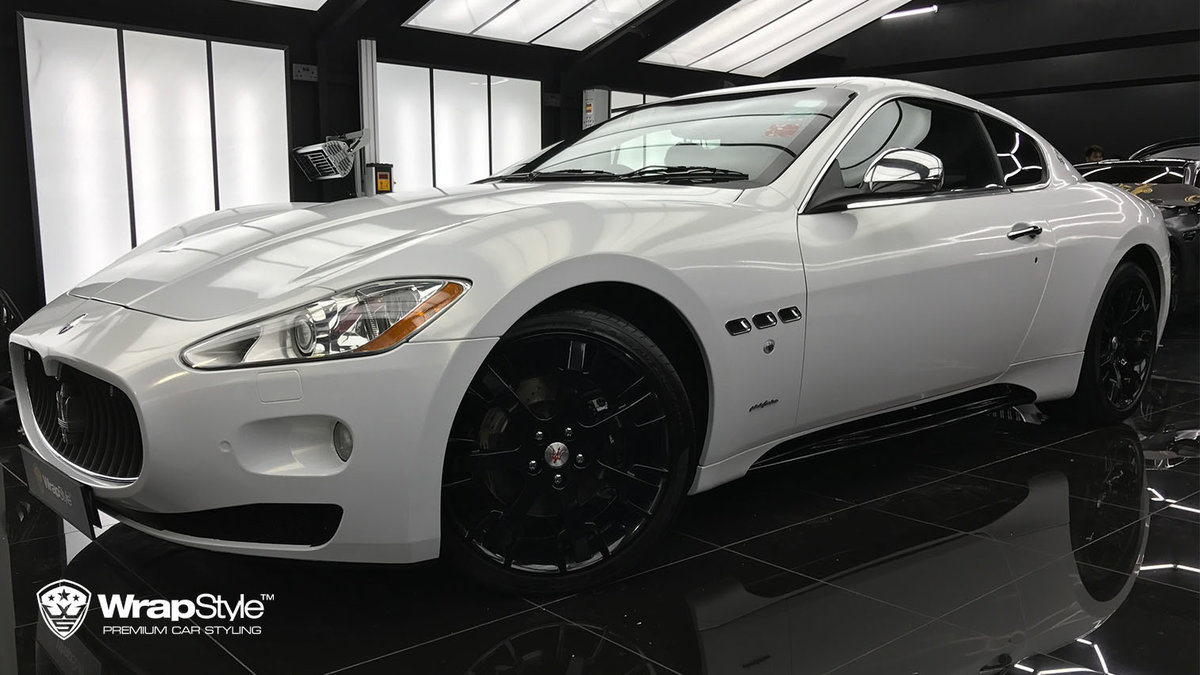 Maserati Granturismo - Gloss white, gold sparkle - cover