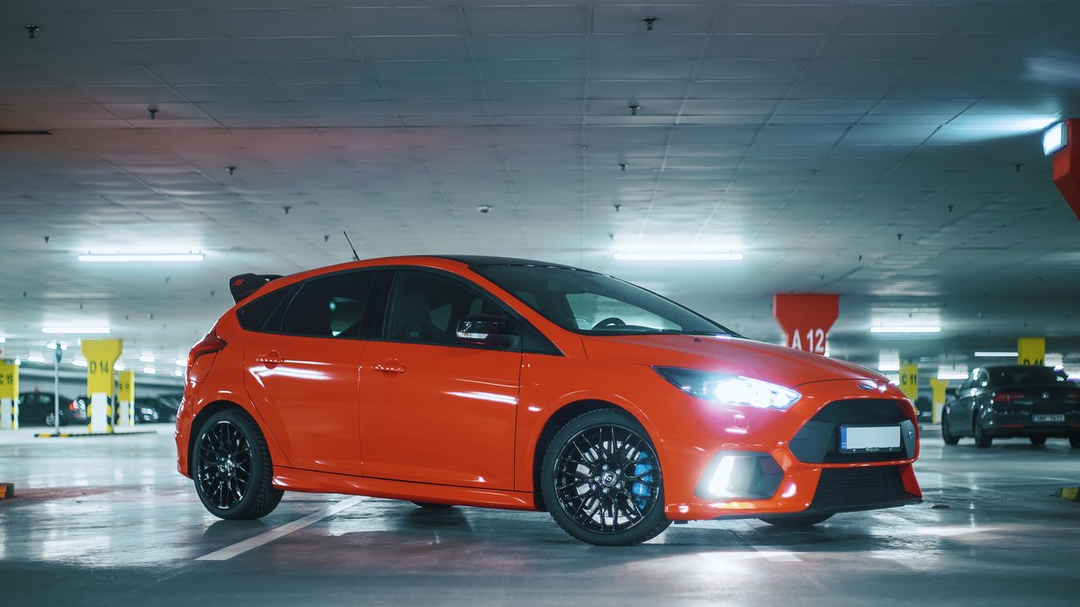 Ford Focus RS - Red Gloss wrap - img 3