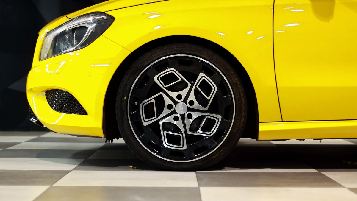 Mercedes A180 - Yellow wrap - img 1