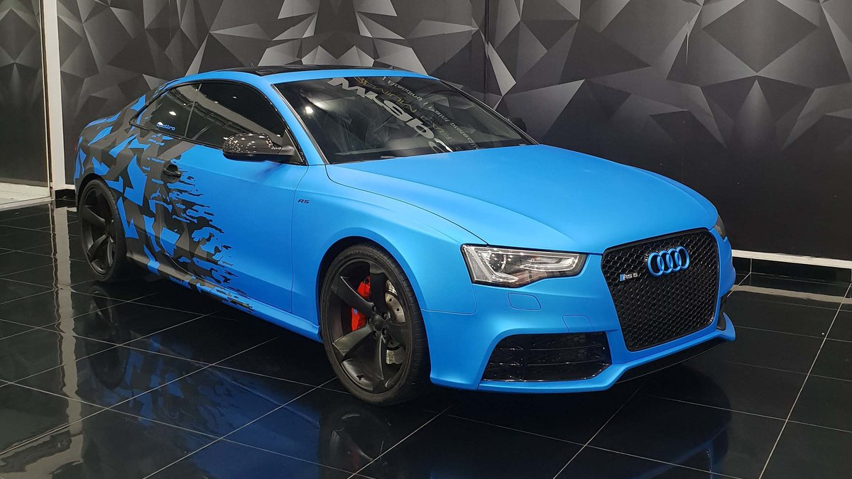 Audi RS5 - Half Camo design - cover