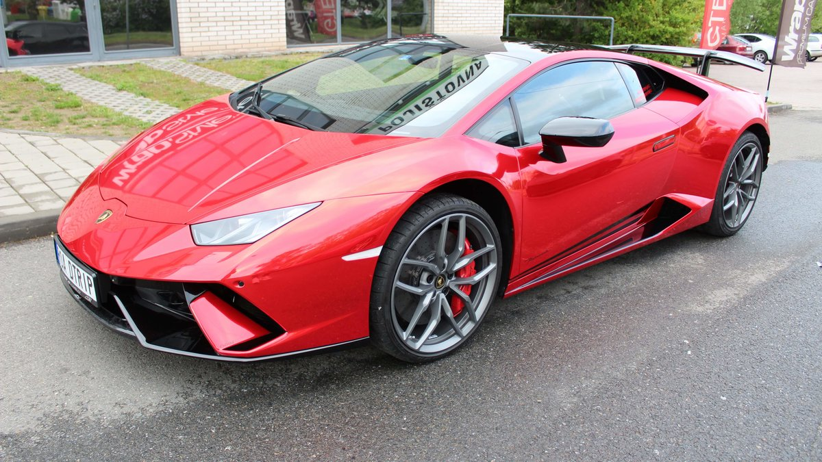 Lamborghini Huracan - Red Chrome wrap - cover