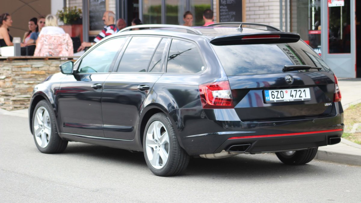 Škoda Octavia RS - Midnight Blue Gloss wrap - img 3