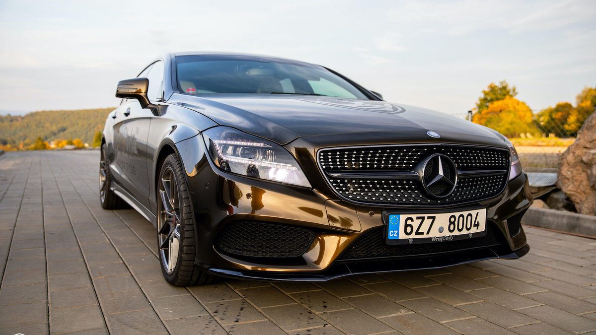 Mertcedes-Benz CLS - Midnight Gold - cover