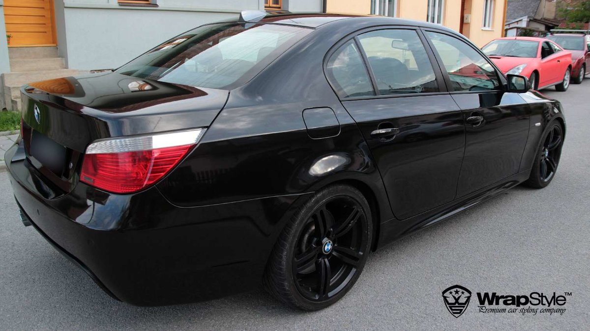 BMW 5 - Black Metallic wrap - img 2