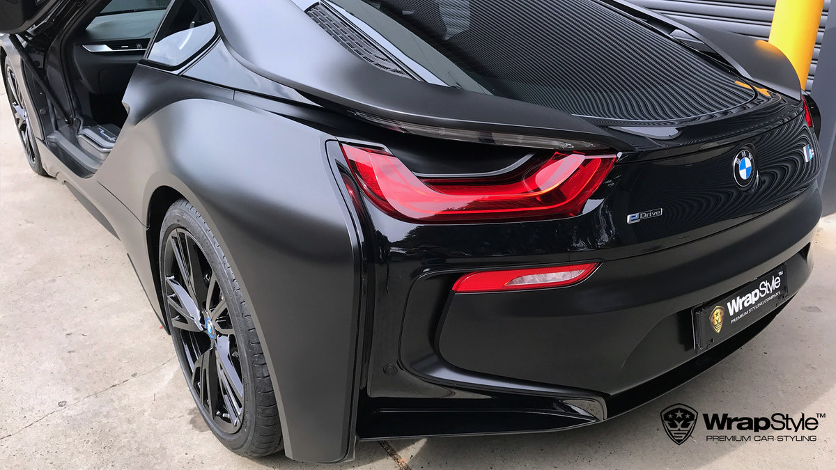 BMW i8 - black satin - img 1