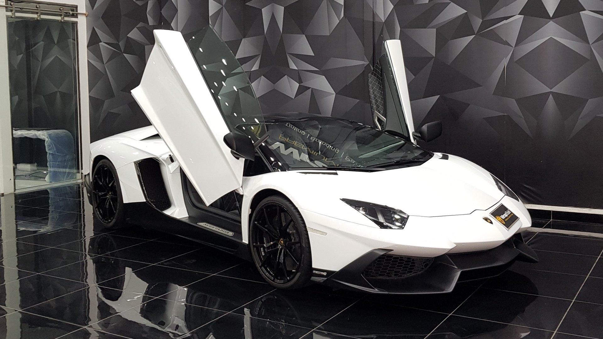 Lamborghini Aventador White Gloss Wrap Wrapstyle