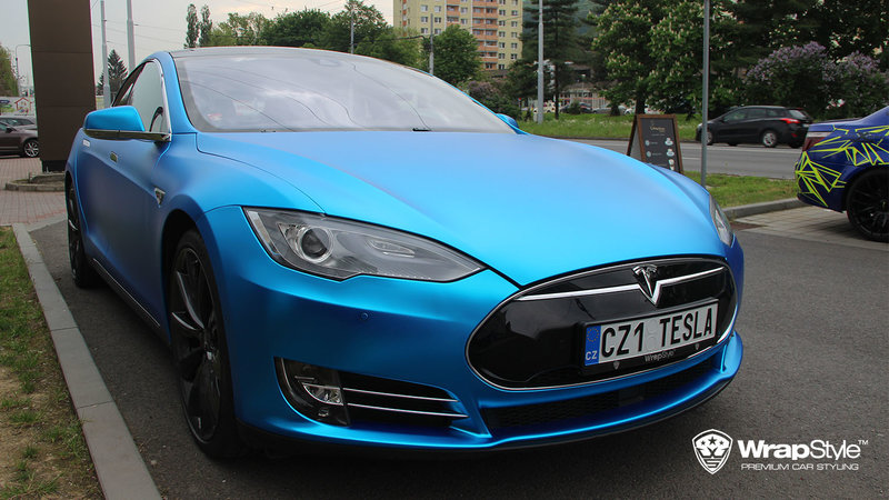 Tesla Model S - Blue matt chrome - cover small