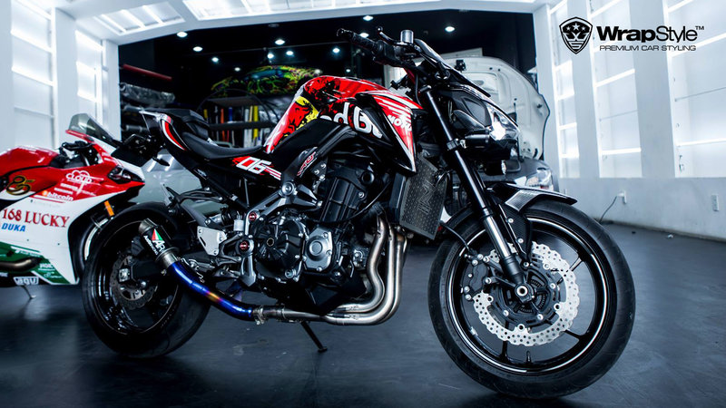 Kawasaki Z900 - Red Bull design