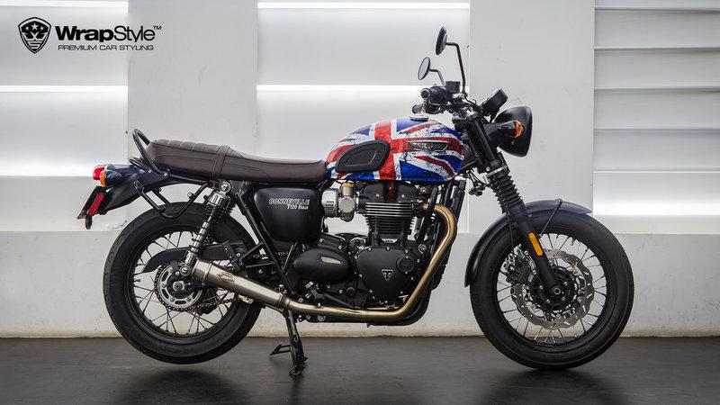 Triumph T120 - UK flag design