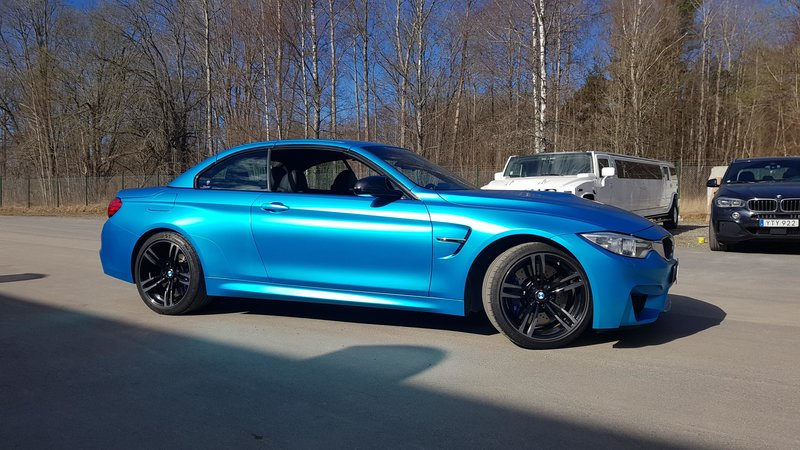 Bmw M4 convertible - satin ocean shimmer - img 4 small