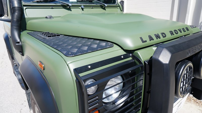 Land Rover Defender - Military Green wrap - img 1 small