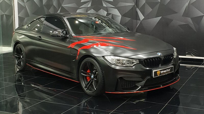 BMW M4 - Red Scratches wrap - cover small