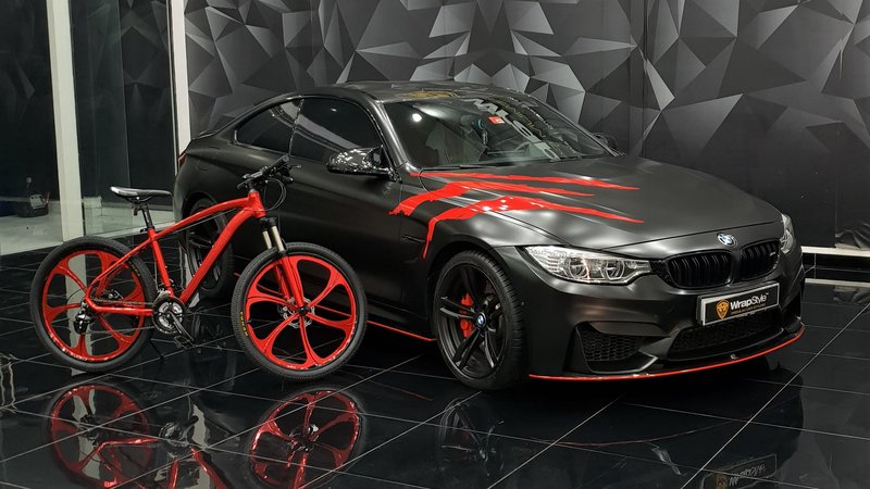 BMW M4 - Red Scratches wrap - img 1 small