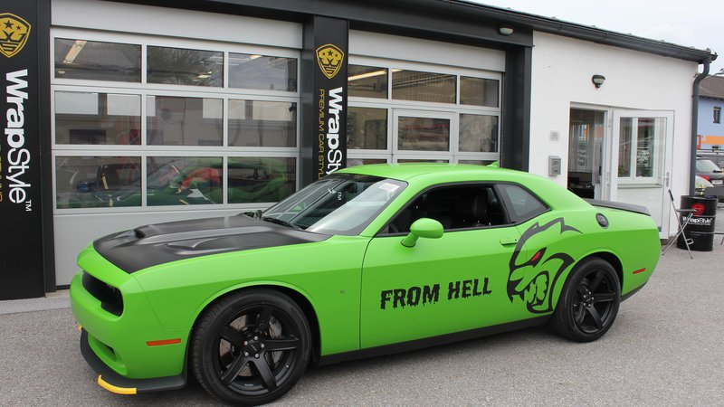 Dodge Challenger Hellcat - Green Gloss wrap - cover small