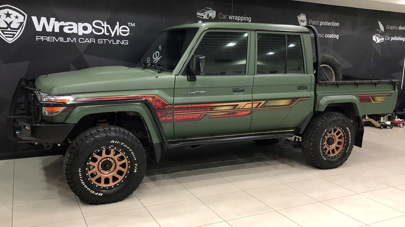 Toyota Land Cruiser Namib - Green Matt wrap