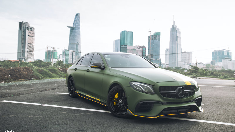 Mercedes Benz - E300 wrap matte military green - img 3 small