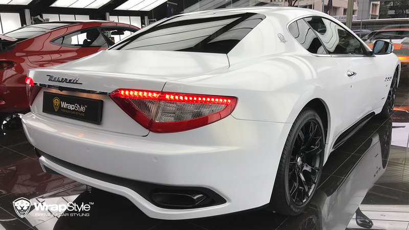 Maserati Granturismo - Gloss white, gold sparkle - img 1 small