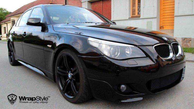 BMW 5 - Black Metallic wrap - img 1 small